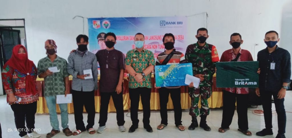 Kegiatan pembagian Buku Rekening dan ATM untuk KPM BLT Dana Desa Tahap II